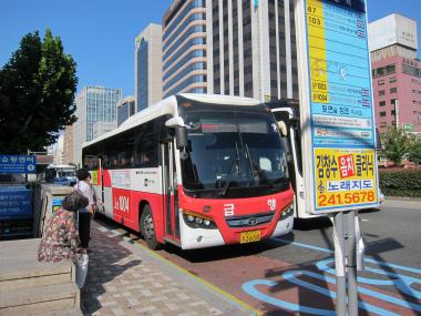1004番のバス停「釜山駅」
