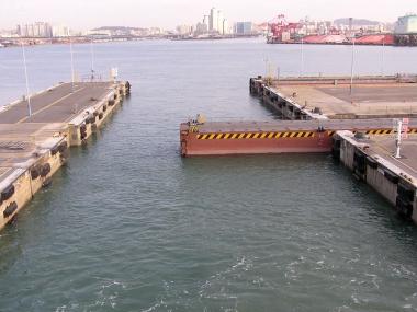仁川港の閘門扉