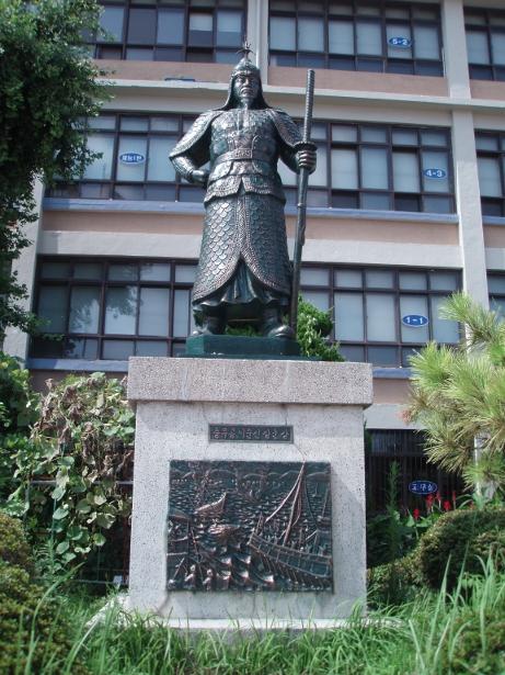 李舜臣(イ スンシン)将軍の銅像