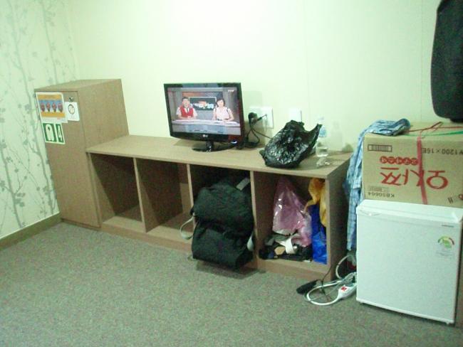 ロッカーとテレビと冷蔵庫
