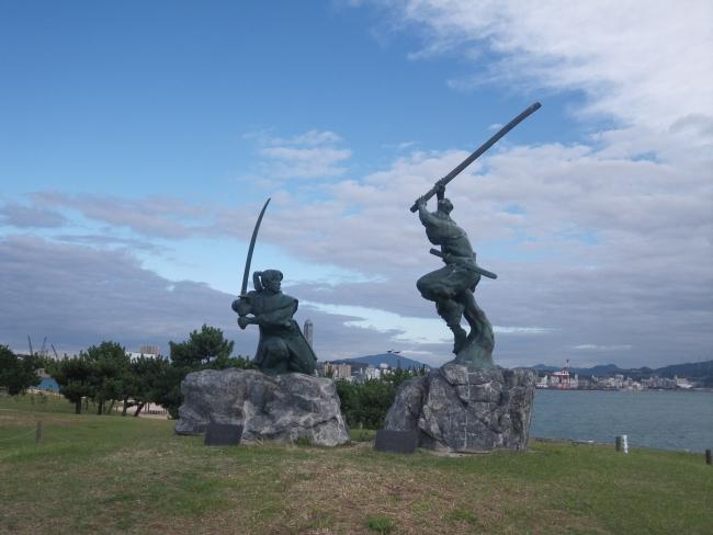 宮本武蔵と佐々木小次郎の像