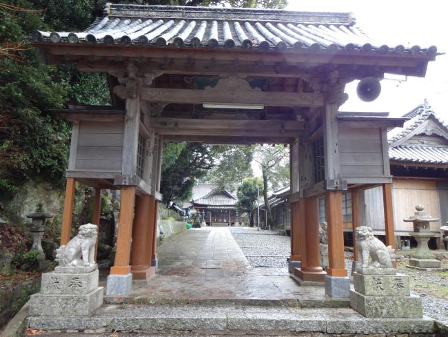 厳原八幡社山門