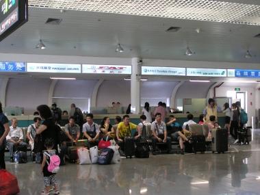 台湾の航空会社の発券カウンター。金門空港からの航空券を購入できる。