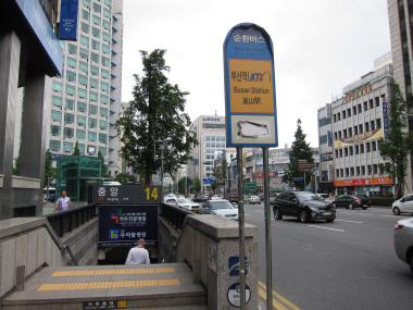 循環バスのバス停「中央」