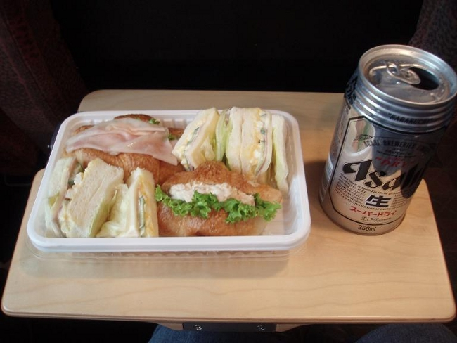ビートル内で昼食