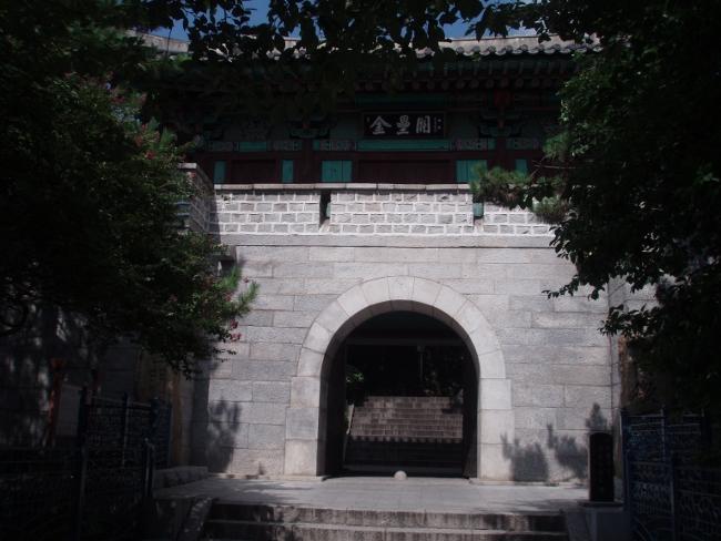 子城台の西門