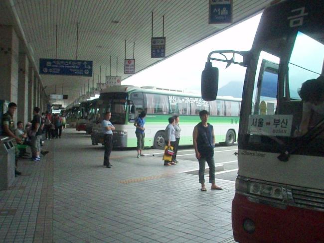 釜山総合バスターミナルのバス乗り場