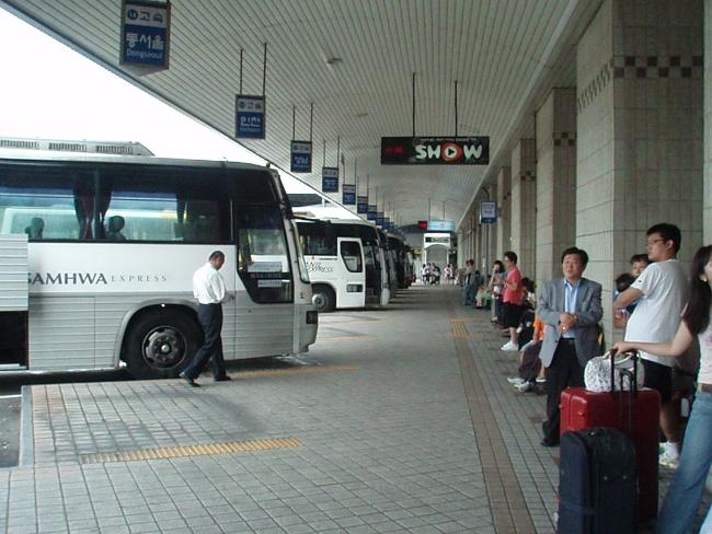 バス乗り場2