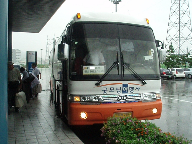 団体旅行バス
