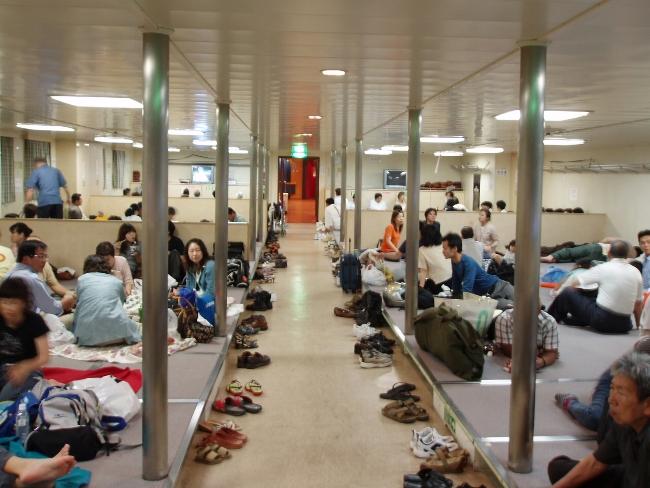 「奴隷船」状態の2等船室