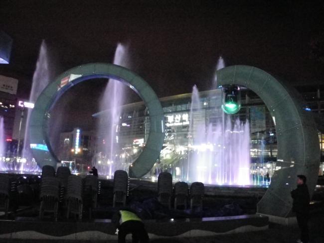 釜山駅噴水1