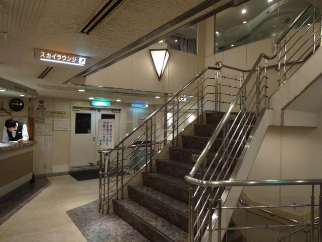 スカイラウンジへの階段