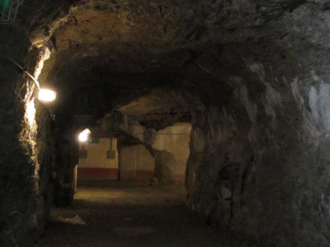 豊砲台岩盤通路2