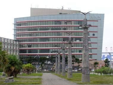 フェリーターミナル機能を持つ台北港行政大楼