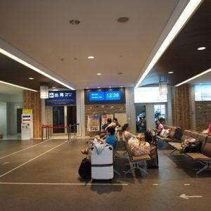 2階出国ロビーにはコンビニ、韓国内で使うレンタルWi-Fi機器の手続きコーナーがあります